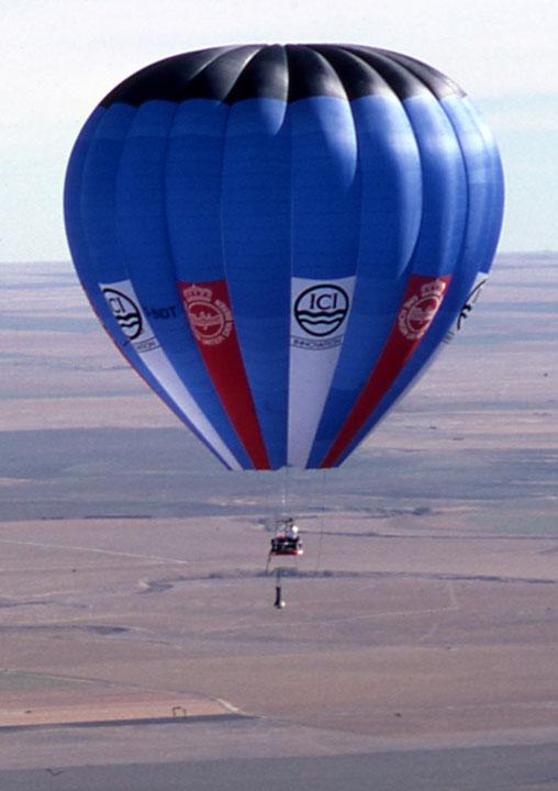 Smithsonian-balloon-in-flight